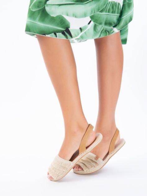 Beżowe sandały z ozdobnym frędzelkowym przodem                              zdj.                              3