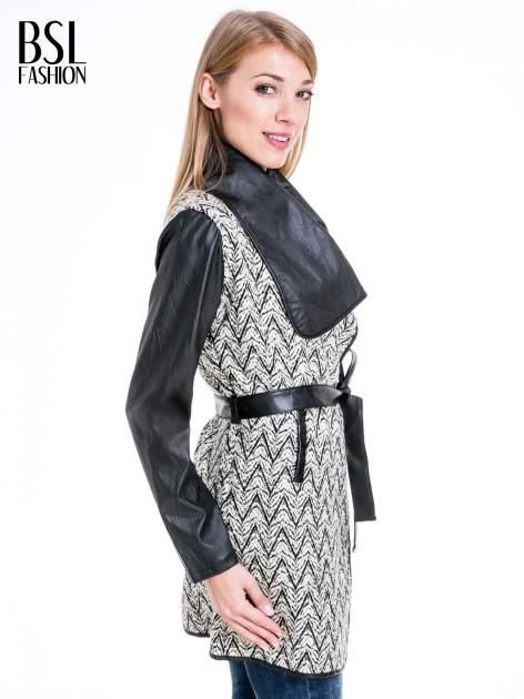 Beżowo-czarny wzorzysty wełniany płaszcz ze skórzanymi rękawami                                  zdj.                                  3