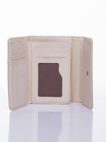 Beżowy ażurowany portfel ze złotym zapięciem                                  zdj.                                  3