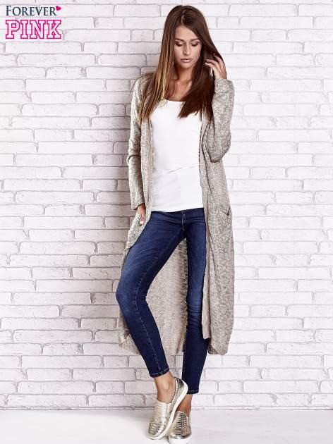 Beżowy ażurowany sweter z kieszeniami                                  zdj.                                  5