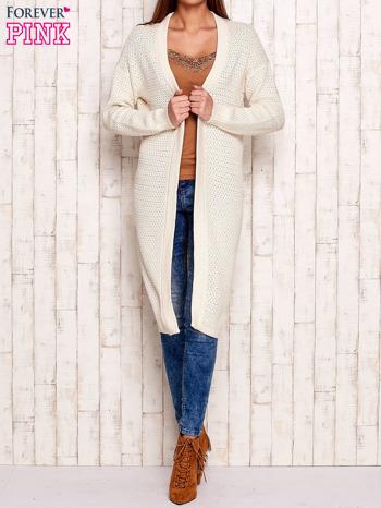 Beżowy długi dzianinowy sweter                                  zdj.                                  1