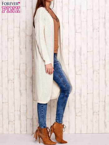 Beżowy długi dzianinowy sweter                                  zdj.                                  3