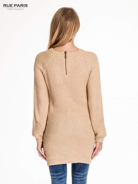 Beżowy długi sweter z suwakiem z tyłu                                  zdj.                                  4