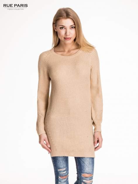 Beżowy długi sweter z suwakiem z tyłu