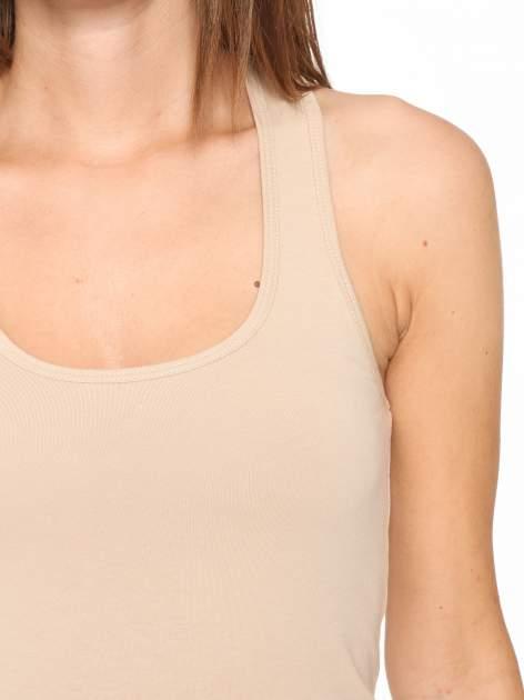 Beżowy jednolity top na gładkich ramiączkach                                  zdj.                                  6