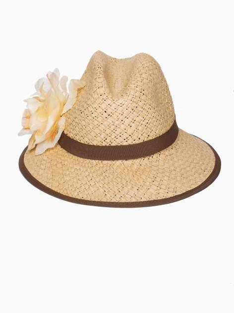 Beżowy kapelusz słomiany z dużym rondem i dużym kwiatem                                  zdj.                                  2