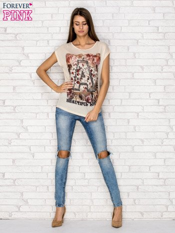 Beżowy siateczkowy t-shirt z literą A z dżetami                                  zdj.                                  4