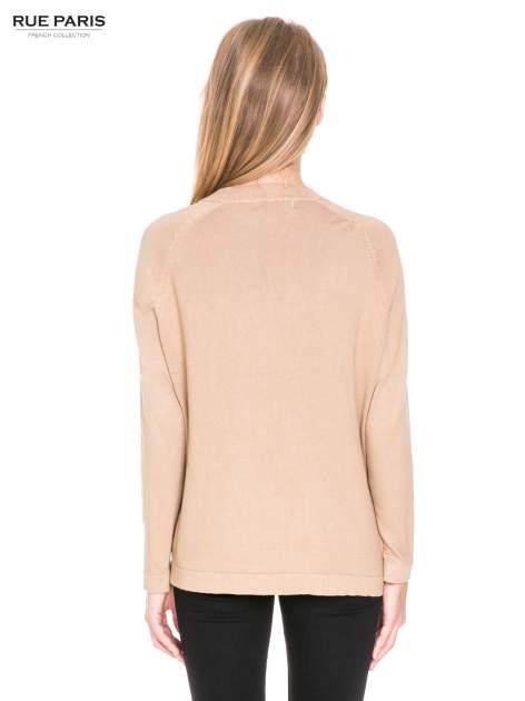 Beżowy sweter kardigan z bocznymi kieszeniami                                  zdj.                                  4
