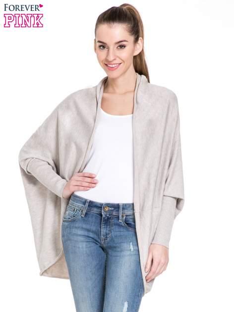 Beżowy sweter narzutka z nietoperzowymi rekawami                                  zdj.                                  1