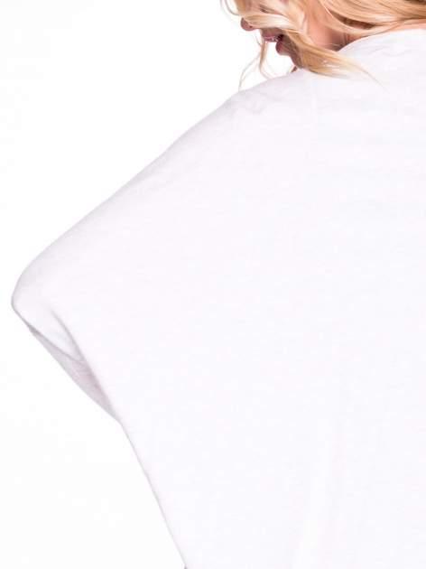 Beżowy sweter typu nietoperz zapinany na guzik                                  zdj.                                  6