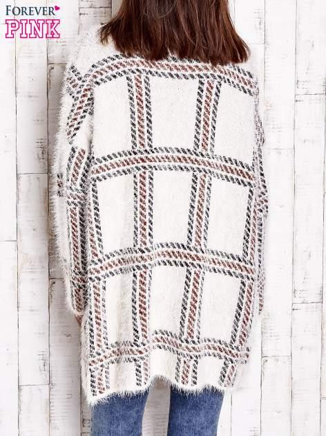 Beżowy sweter w kratę z kieszeniami                                  zdj.                                  5