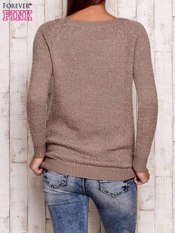 Beżowy sweter z dekoltem w łódkę                                  zdj.                                  4