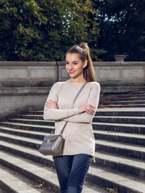 Beżowy sweter z dłuższym tyłem i rozporkami po bokach                                  zdj.                                  10