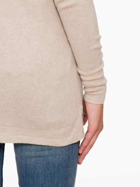 Beżowy sweter z dłuższym tyłem i rozporkami po bokach                                  zdj.                                  9