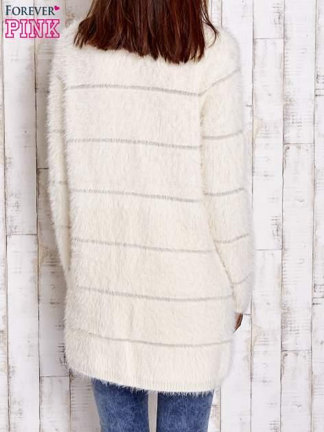 Beżowy sweter z koralikami shamballa                                  zdj.                                  5