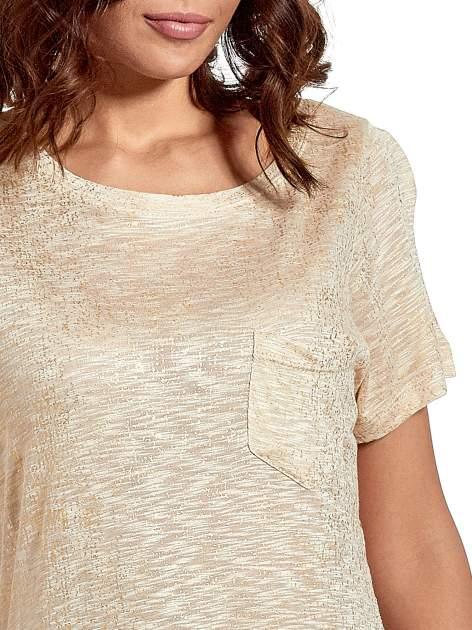 Beżowy t-shirt w złote plamki                                  zdj.                                  5