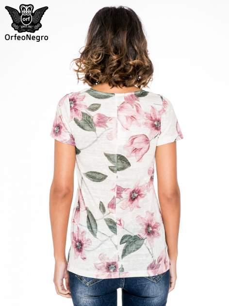 Beżowy t-shirt z nadrukiem all over floral print                                  zdj.                                  4