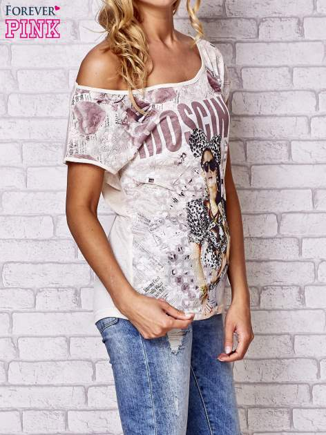 Beżowy t-shirt z napisem MOSCINO                                  zdj.                                  3