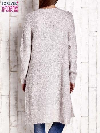 Beżowy wełniany sweter bouclé z kieszeniami                                  zdj.                                  4