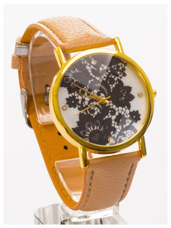 Beżowy zegarek damski na skórzanym pasku z motywem koronki                                  zdj.                                  3