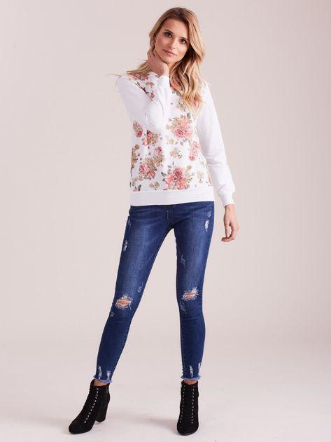Biała bluza damska w kwiaty                              zdj.                              4