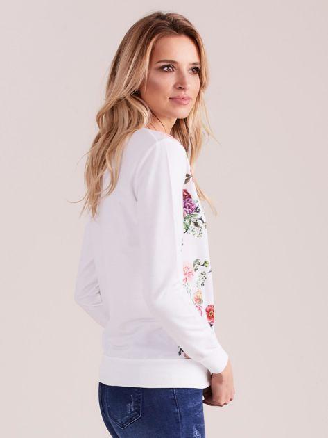 Biała bluza z nadrukiem kwiatów                              zdj.                              2