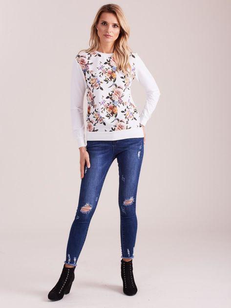 Biała bluza z nadrukiem w kwiaty                              zdj.                              4