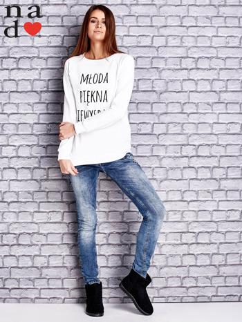 Biała bluza z napisem MŁODA PIĘKNA NIEWYSPANA                                  zdj.                                  2