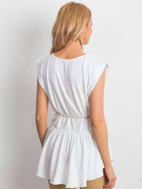 Biała bluzka boho z ozdobnym paskiem                              zdj.                              3