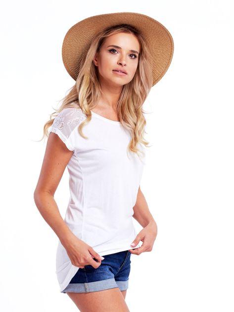 Biała bluzka damska z ażurowaniem na rękawach                              zdj.                              3