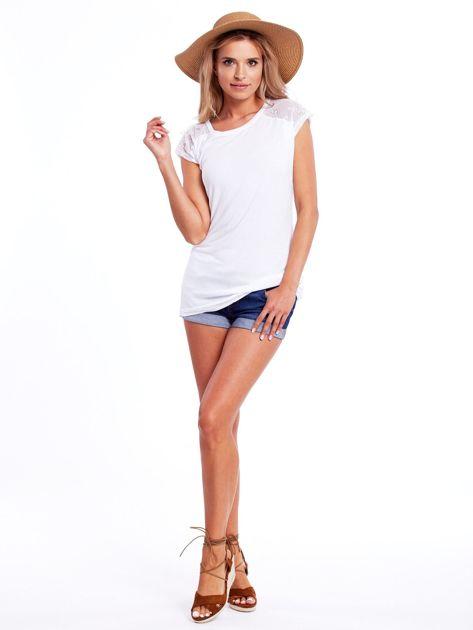 Biała bluzka damska z ażurowaniem na rękawach                              zdj.                              4