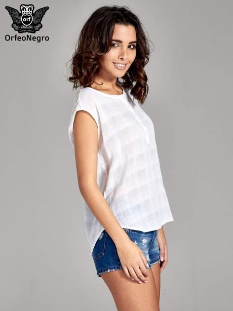 Biała bluzka koszulowa w kratę z guziczkami                                  zdj.                                  3