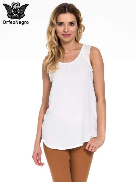 Biała bluzka koszulowa z koralikami przy ramionach                                  zdj.                                  1