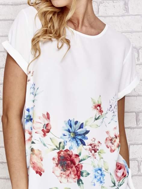 Biała bluzka koszulowa z nadrukiem kwiatów                                  zdj.                                  5