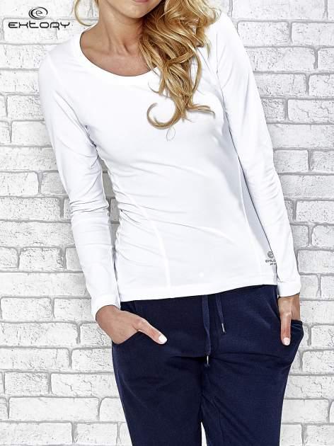 Biała bluzka sportowa z dekoltem U