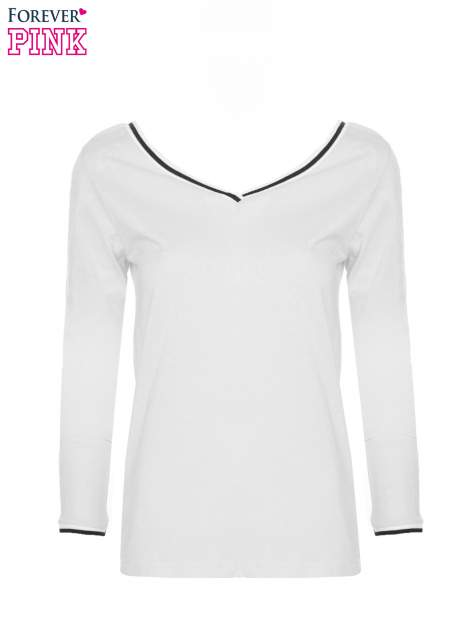 Biała bluzka z kontrastową lamówką                                  zdj.                                  3