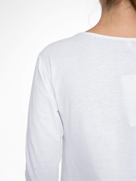 Biała bluzka z nadrukiem fashion i napisem MORE COLOUR                                  zdj.                                  9
