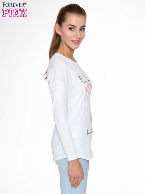 Biała bluzka z nadrukiem kwiatowym i napisem BEAUTY                                  zdj.                                  3