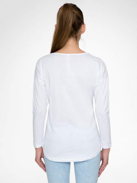 Biała bluzka z nadrukiem wilka i brokatowym napisem WOLF                                  zdj.                                  4