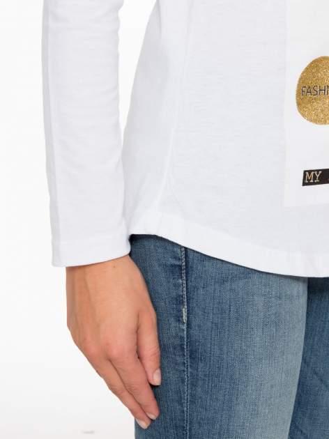 Biała bluzka z napisem CRAZY i nadrukiem fashionistek                                  zdj.                                  8