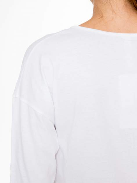Biała bluzka z napisem CRAZY i nadrukiem fashionistek                                  zdj.                                  10