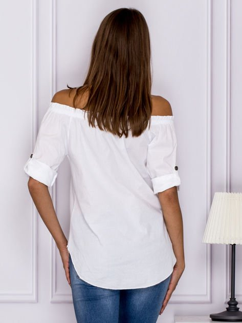 Biała bluzka z ozdobnymi guzikami                                  zdj.                                  2