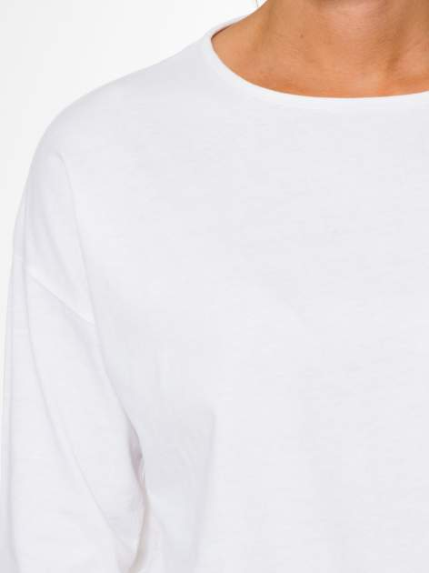 Biała bluzka z rękawem 3/4 i lekkim ściągaczem na dole                                  zdj.                                  6