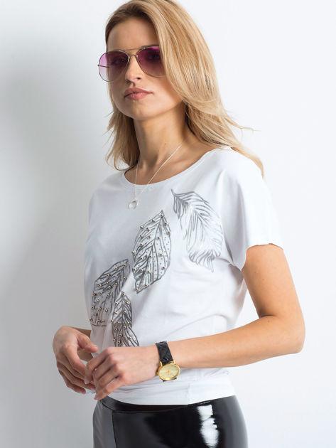 Biała bluzka z roślinnym motywem i perełkami                              zdj.                              4