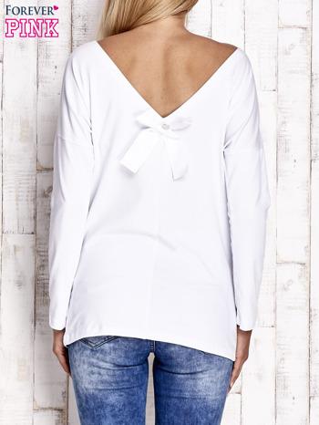 Biała bluzka z wycięciem na plecach i kokardą                              zdj.                              4