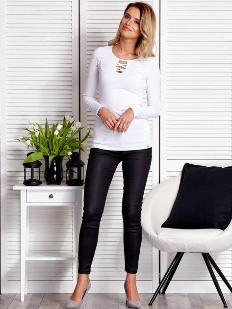 Biała bluzka ze sznurowaną wstawką                              zdj.                              4