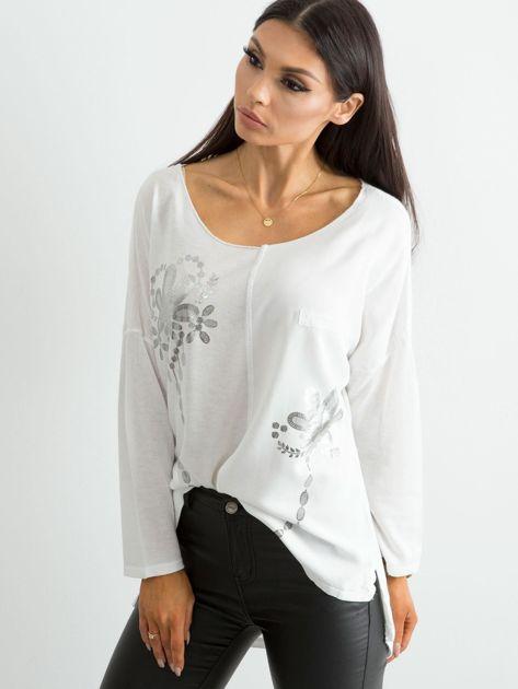 Biała damska bluzka z nadrukiem                              zdj.                              3