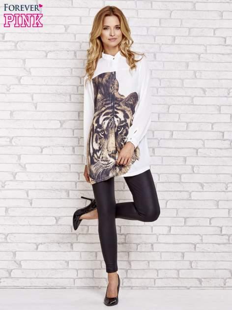 Biała długa koszula z nadrukiem tygrysa                                  zdj.                                  2