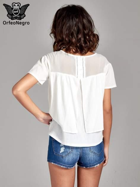 Biała dwuwarstwowa bluzka koszulowa z transparentnym karczkiem                                  zdj.                                  4