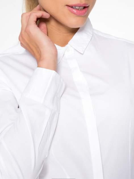 Biała elegancka koszula damska z krytą listwą                                  zdj.                                  6